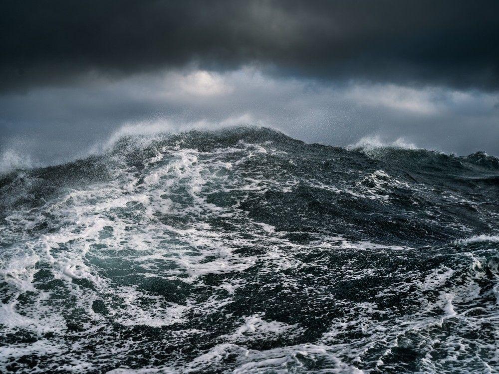 шторм в океане картинка на телефон при создании