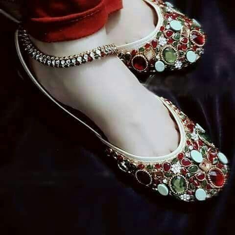 6f7270527c7b2 Made in Pakistan. Mojdi. Jooti. Jutti. | Desi | Wedding shoes heels ...