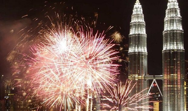 Top Places For New Year Eve In Malaysia Asia Holiday New Years Eve Fireworks New Years Eve New Years Eve 2017