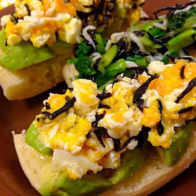 美味しく出来ました❗️ ワイン一緒にいただきます〜 真ん中のはカナッペのアレンジです… そら豆がなかったから小松菜で - 9件のもぐもぐ - tomtom-verdeさんの料理 ひじき入りめんたいアボの卵スプレッド&タルタル by yoyoko