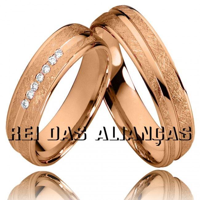 Alianças em ouro rosê com 7 diamantes na feminina, luxo e beleza para seu noivado ou casamento