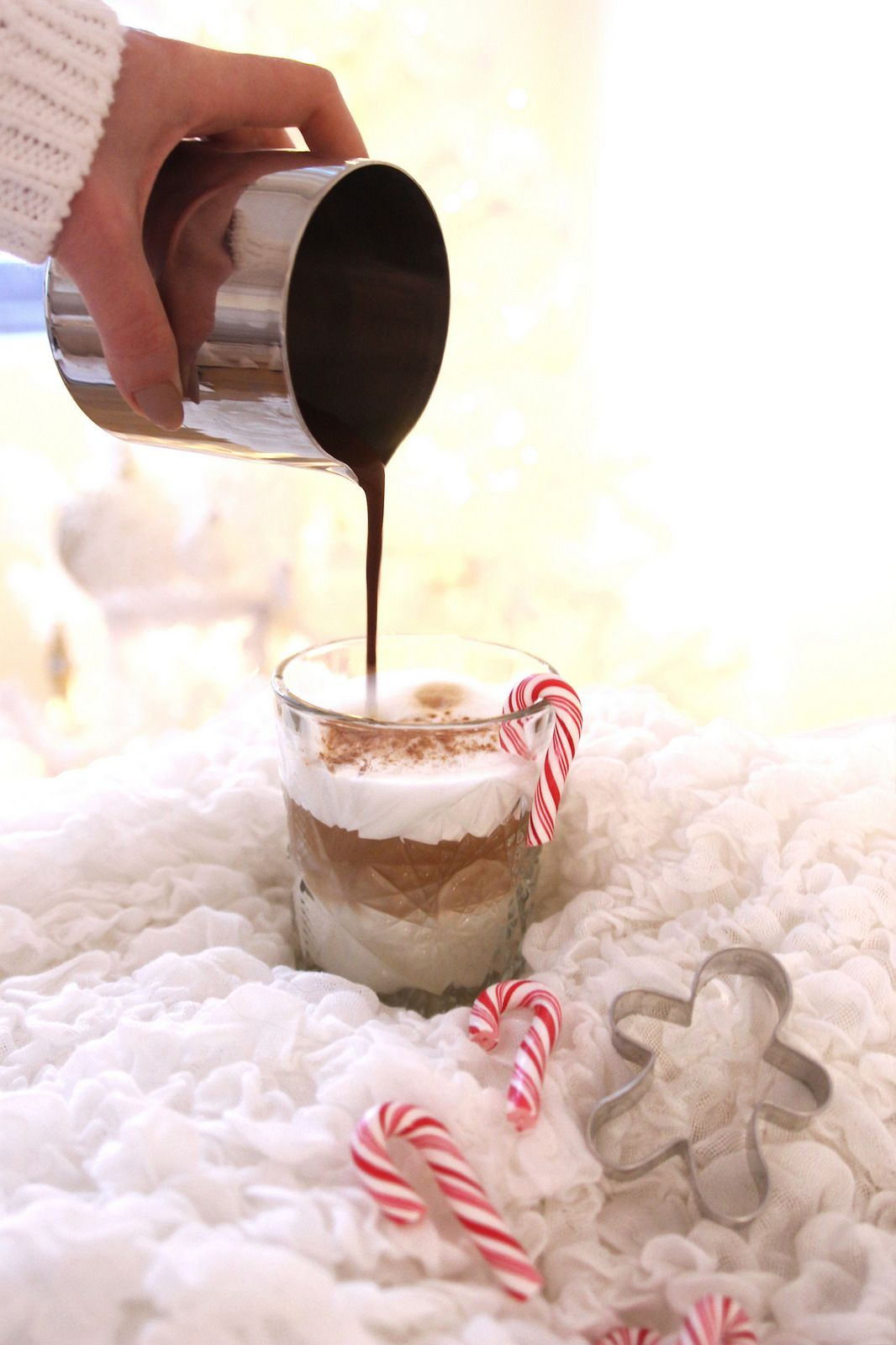 Healthier gingerbread latte  Syrup: 1-2 tbsp water, 1 tsp coconut sugar and a lots of cinnamon, ground ginger and pure vanilla Coffee: Oat milk, 1 Nespresso Dulsao do Basil capsule or original coffee