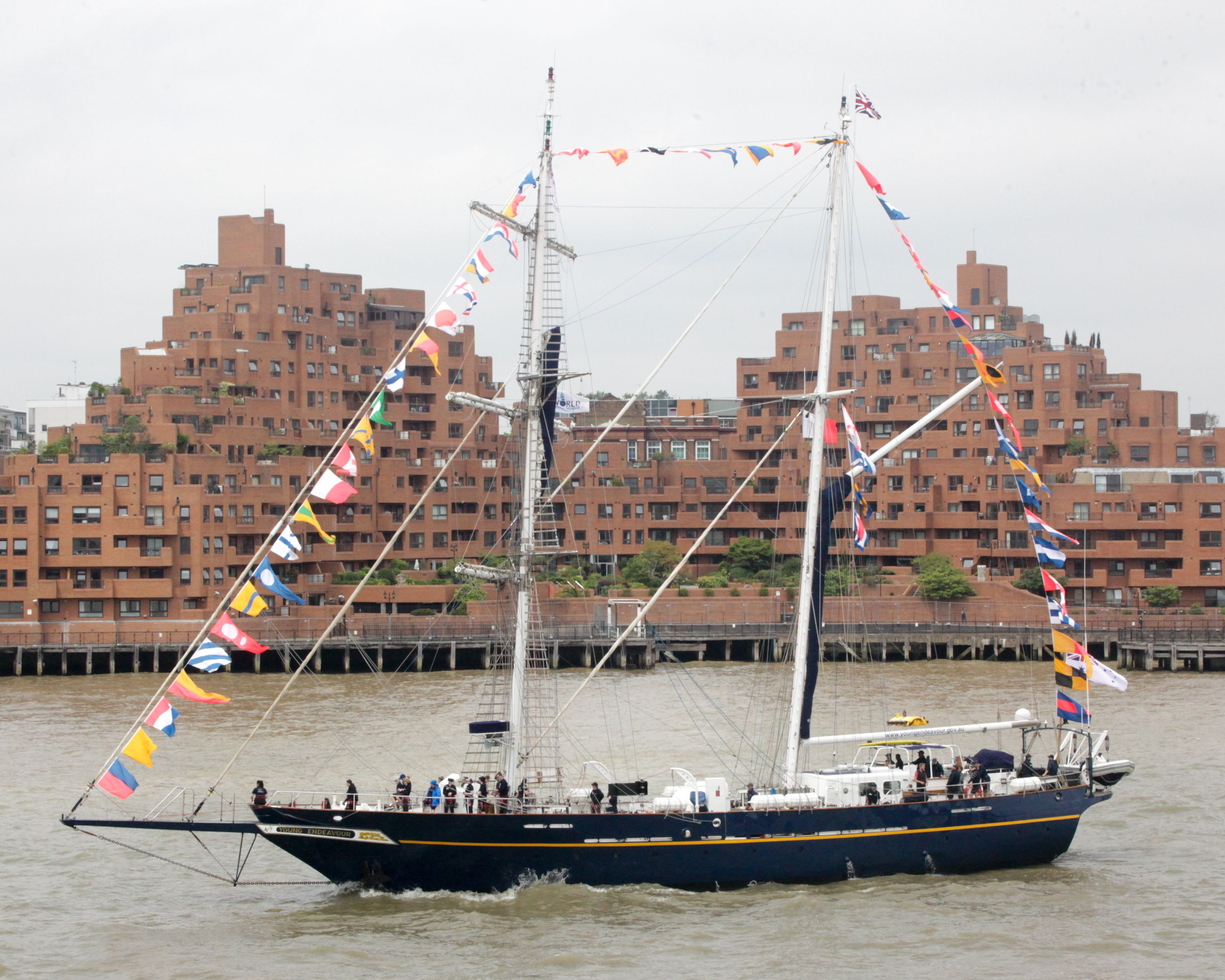 Young Endeavour Came Into London It Set Sail From Australia In December 2014 On A Year Long Circumnavigation Of The World Crew Set Sail Sailing Sailing Ships