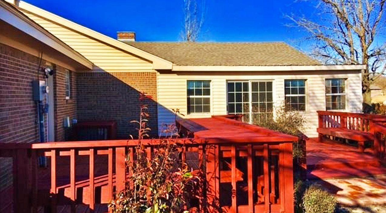 Blake Sheltons Family Selling Off His Childhood Home Blake