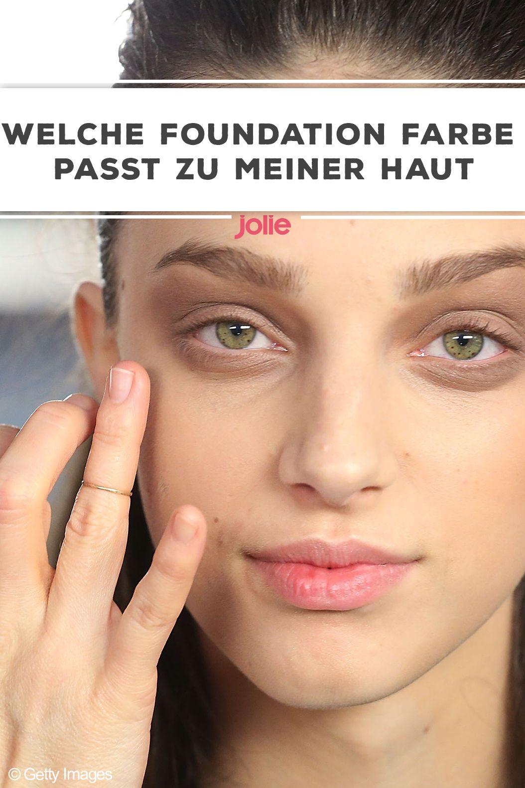 So erkennst du, welcher Foundation-Farbton zu deiner Haut am besten passt!