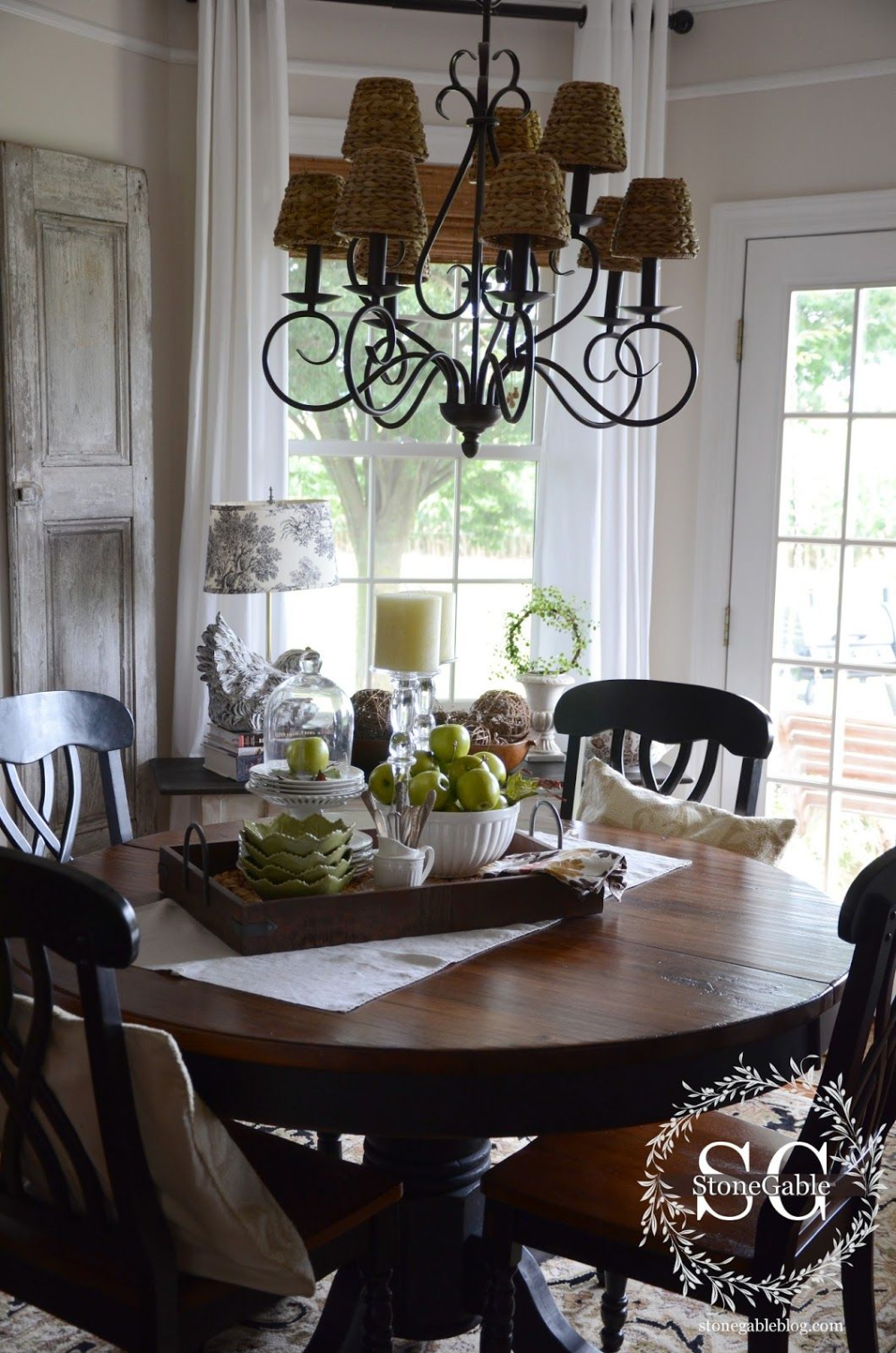 How To Decorate A Kitchen Table For Everyday In 2020 Dining Room