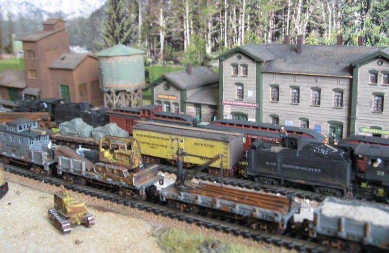 https://flic.kr/s/aHskrSUmYu   N-Scale St.JOE & WILDWOOD VALLEY R.R Gallery   The St.J. & W.V.R.R. is a freelance Short Line Railroad in the End of the 1930s somewhere in Washington State. It connects the cities St.Joe and Wildwood Valley. Die St.J. & W.V.R.R. ist eine freelance Short Line Railroad irgendwo in Washington State und Zeitlich am Ende der 1930er Jahre angesiedelt. Sie verbindet die Städte St.Joe und Wildwood Valley.