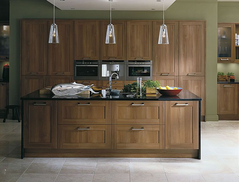 Merveilleux Beautiful Scope Walnut Kitchen With Wide Deep Pan Drawers And Bank Of  Full Height Units