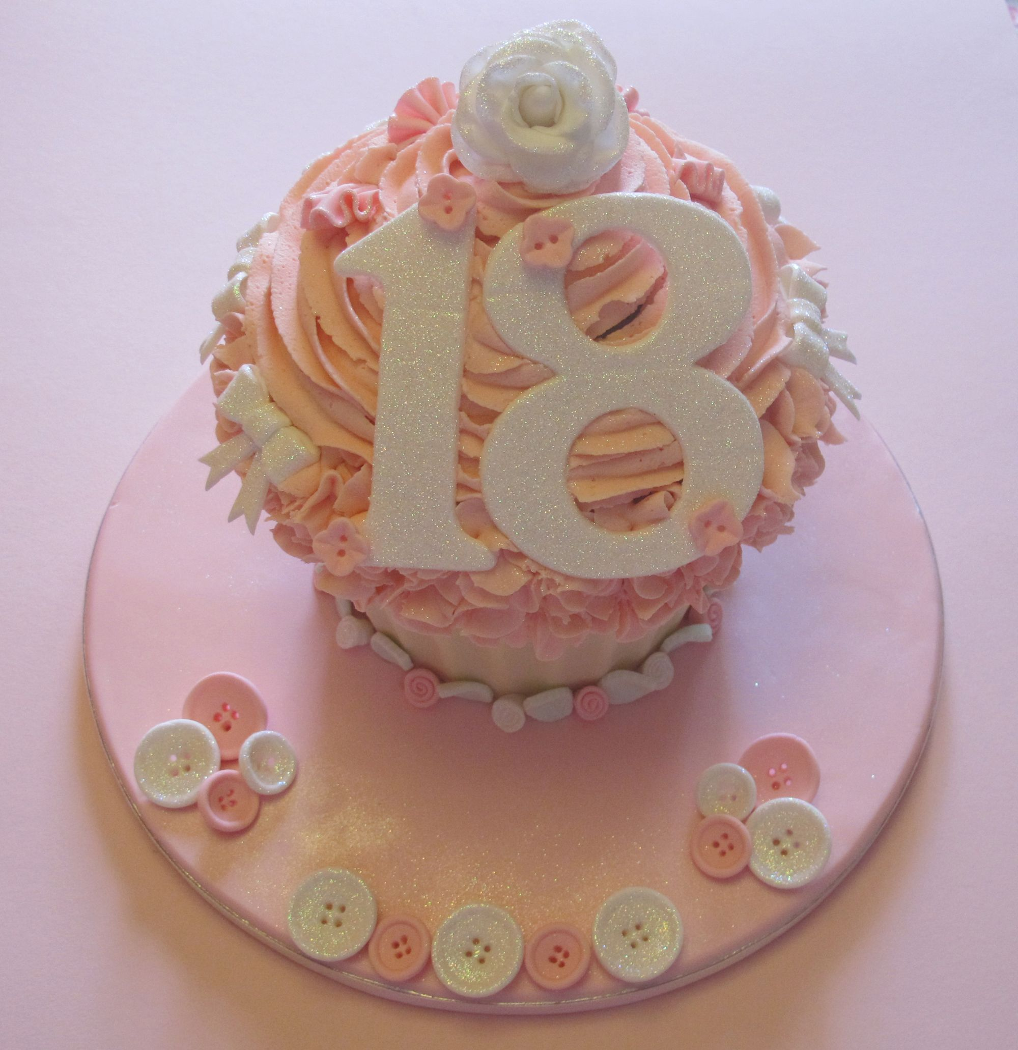 Pin By Maria Canedo On Cakes Giant Cupcake Cakes Big Cupcake