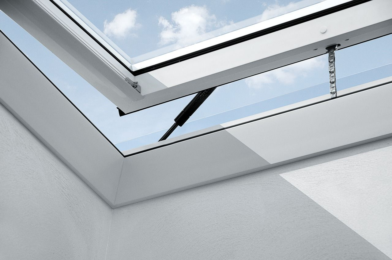 VELUX flat roof window - electrically operated with a hidden