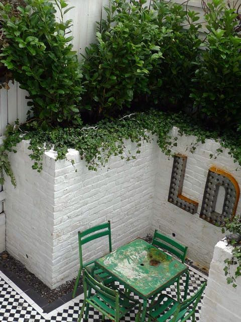 Genial Victorian Mosaic Courtyard Garden With White Walls And Simple Elegant  Planting