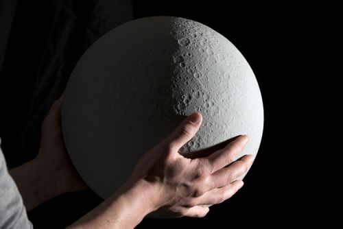 - itsfullofstars:  ACCURATE 3D-PRINTED LUNAR GLOBE  French...