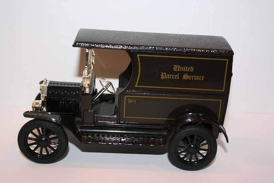 UPS UNITED PARCEL SERVICE METAL REPLICA 1913 MODEL T PACKAGE CAR DELIVERY TRUCK