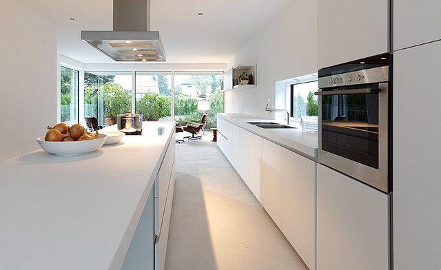 Inspiratie Witte Keuken : Strakke witte keuken inspiratie minimalistisch white kitchen