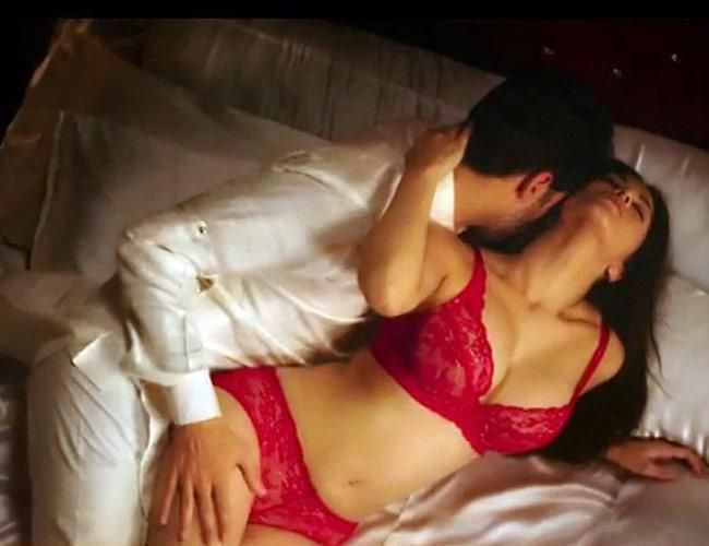 7 Steamiest Bedroom Scenes In Bollywood History Leela Movie Hollywood Actor Bed Scene