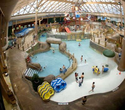 What activities and rides does the Massanutten Waterpark offer?