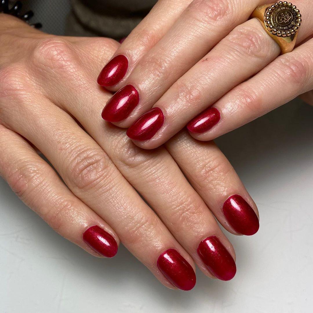 Een prachtige kleur rood voor de kerst! Met een klein glittertje. Van de nieuwe …