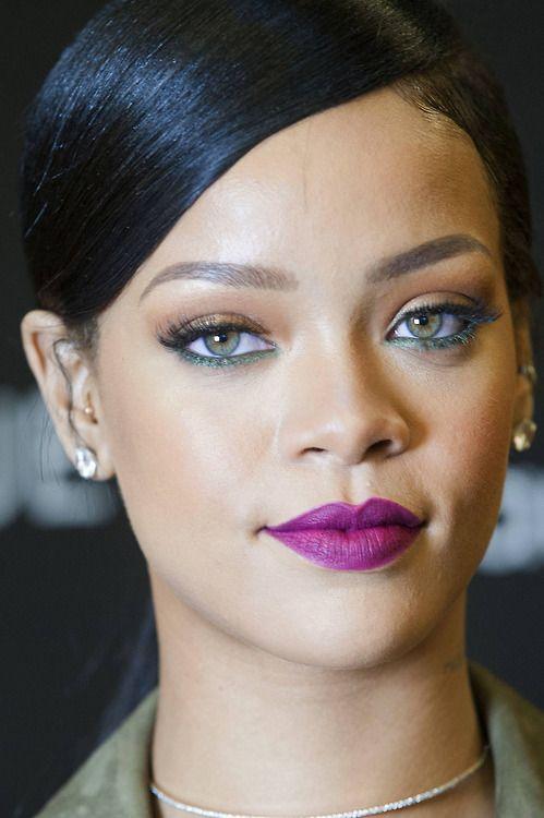 """Main Makeup Brushes You Need: Rihanna Promoting """"Rogue Man"""" At Fort Belvoir Main"""