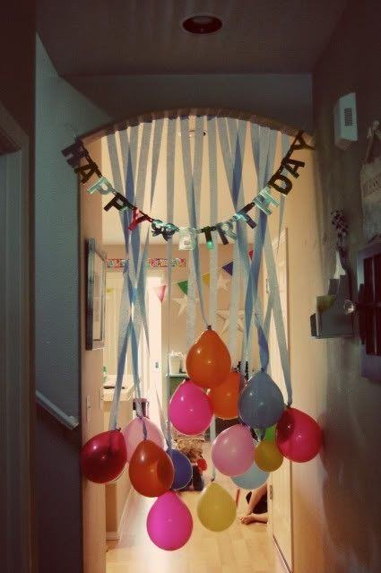 Birthday decorating with balloons and crepe paper streamers by