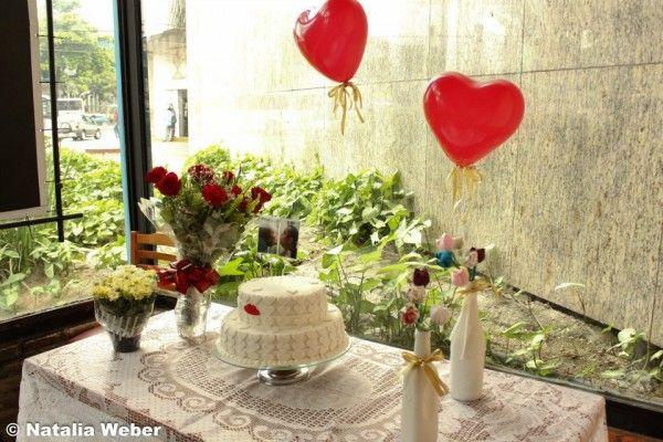 Noivado real e econ u00f4mico  Ideias Noivado Noivado, Lembrancinhas de casamento e Casamento -> Decoração De Mesa De Bolo De Noivado Simples