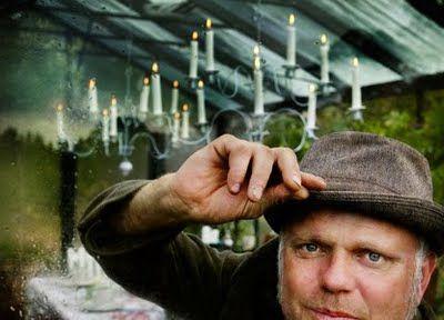 Bosse om växthus:  http://www.dn.se/bostad/ett-vaxthus-att-lata-sig-i