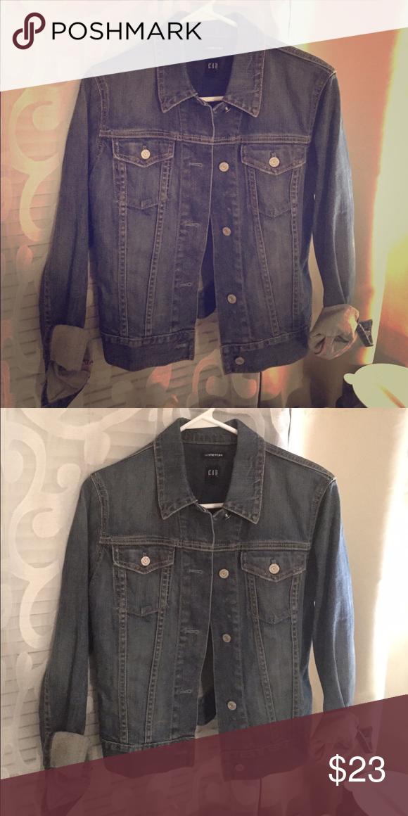 Gap denim jacket ✨like new✨ Gap denim jacket, size small GAP Jackets & Coats Jean Jackets
