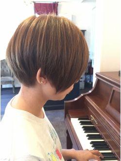 アトリエライン Atelier Line 前下がりマッシュボブ ショートのヘアスタイル 前下がりマッシュ ショートヘアの前髪