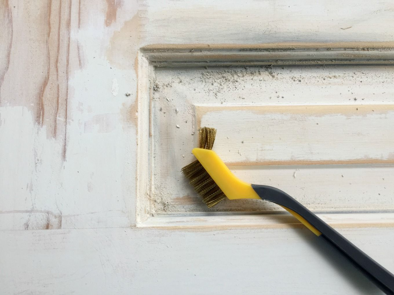 How to strip paint from wood doors