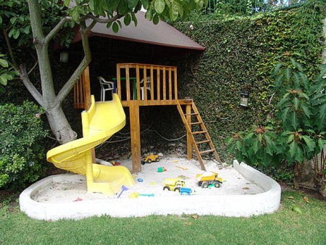 Para la casa jard n jardines para ni os casa for Casas infantiles de madera para jardin