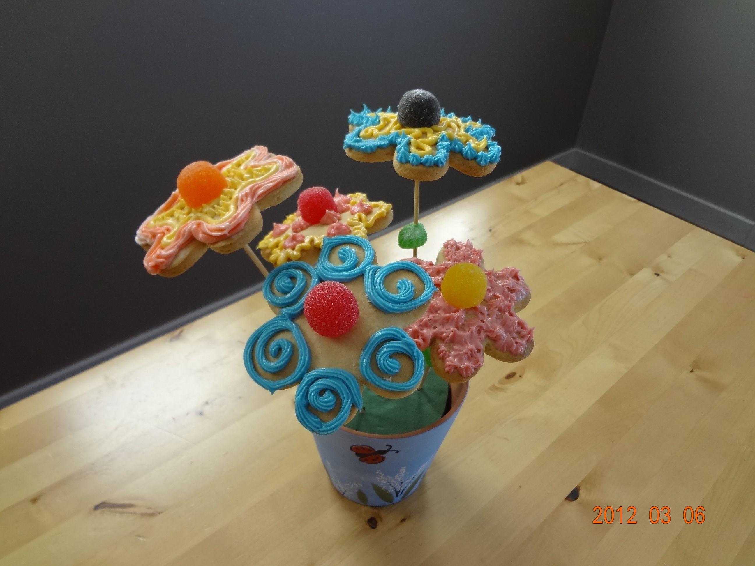 Flower Pot Cookies Pot cookies, Flower pots, Cake pops