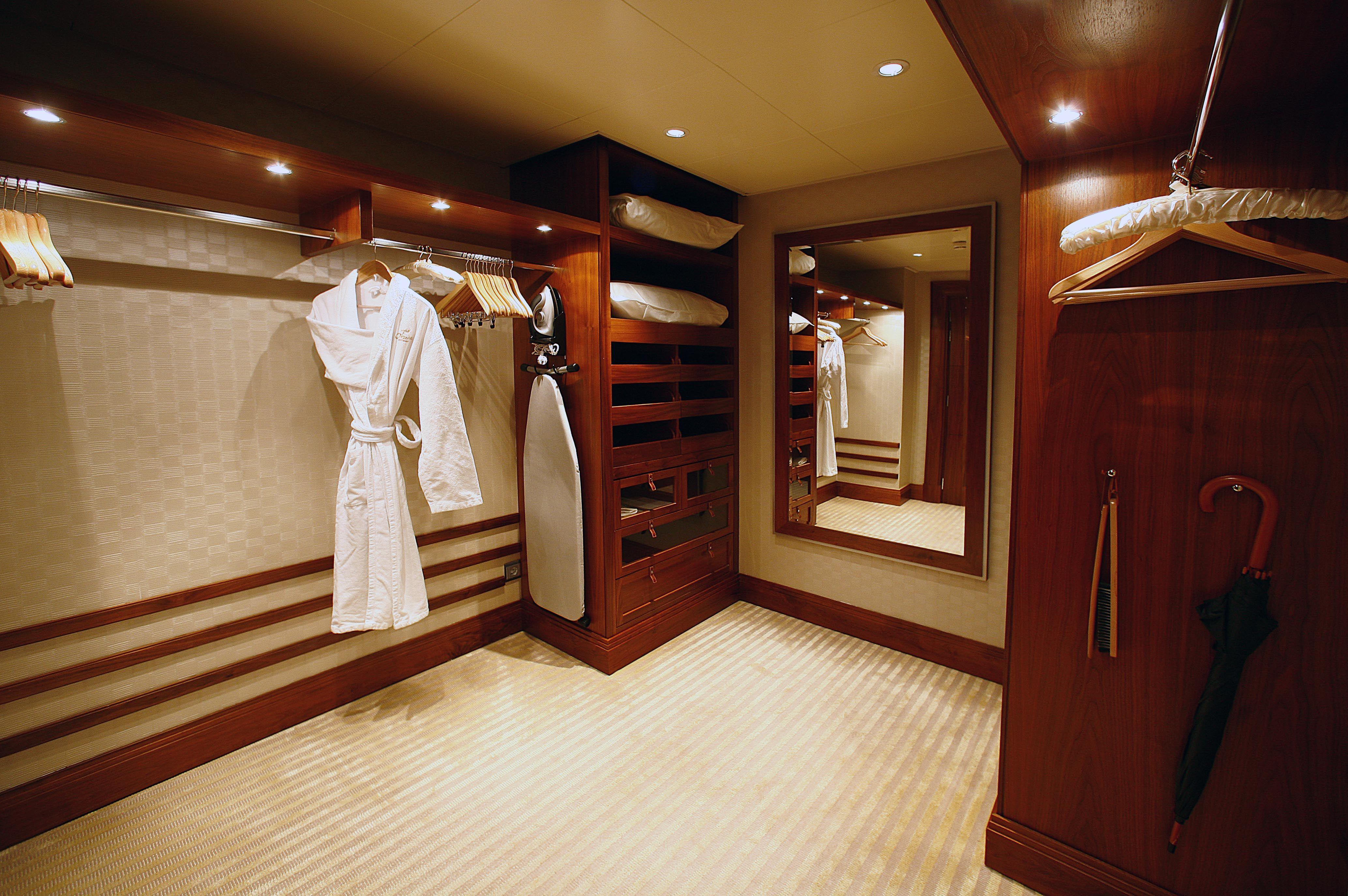 Walk in closet, The Suite, Hotel Okura Amsterdam Luxury