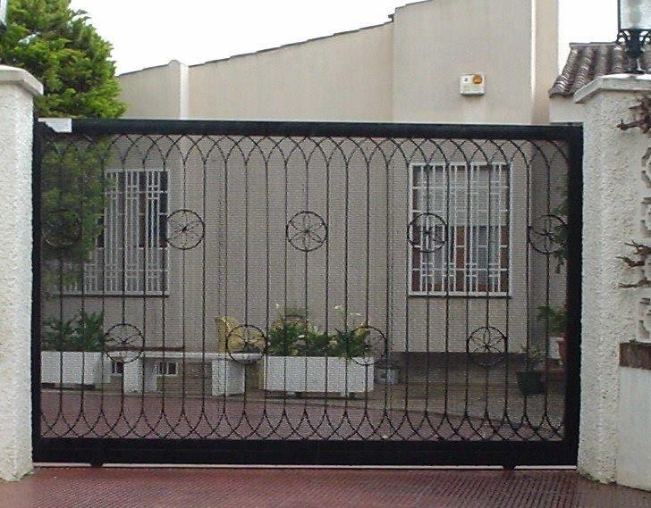 Una puerta corredera como esta puede ser la soluci n para - Puertas de chalet ...