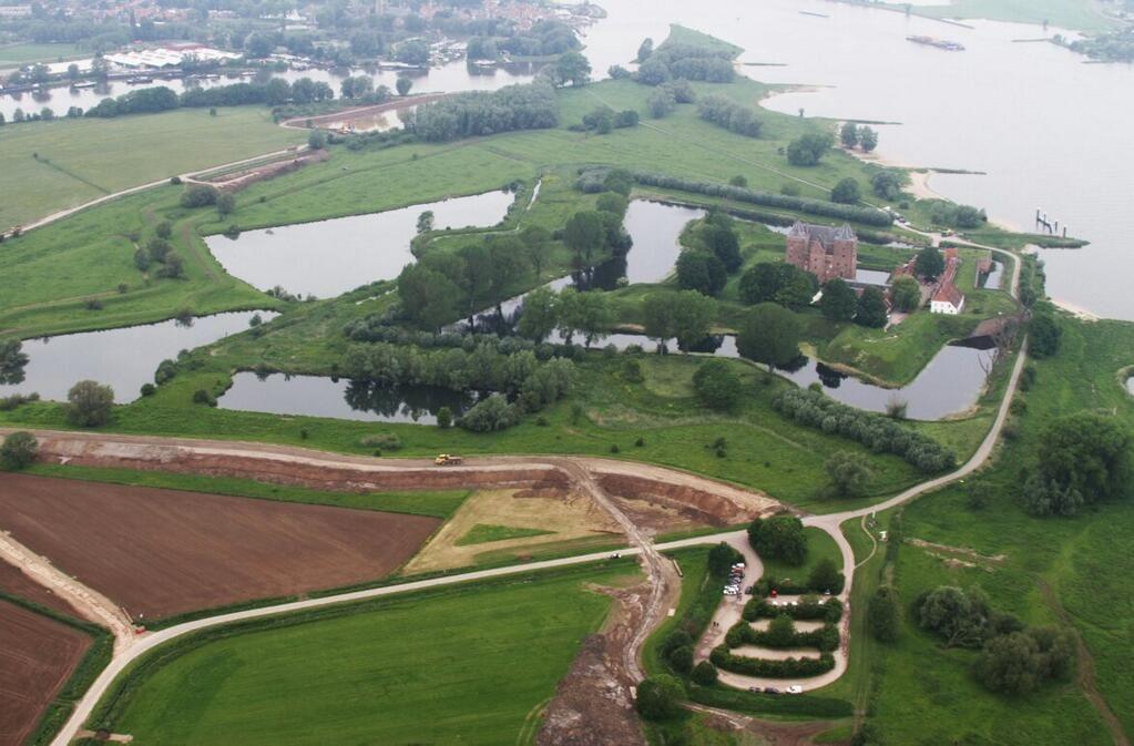 'Wakkere dijk' #ruimtevdrivier #Munnikenland @slotloevestein steeds zichtbaarder. Info: …http://www.dijkverbetering.waterschaprivierenland.nl/projecten/munnikenland… pic.twitter.com/bC8Uw0LhLi