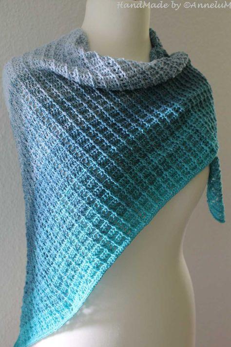 Tuch Fareth mit Blauer Lagune gehäkelt #scarves
