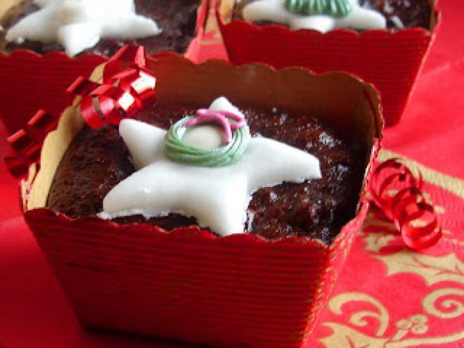 mini chocolate cranberry christmas cakes