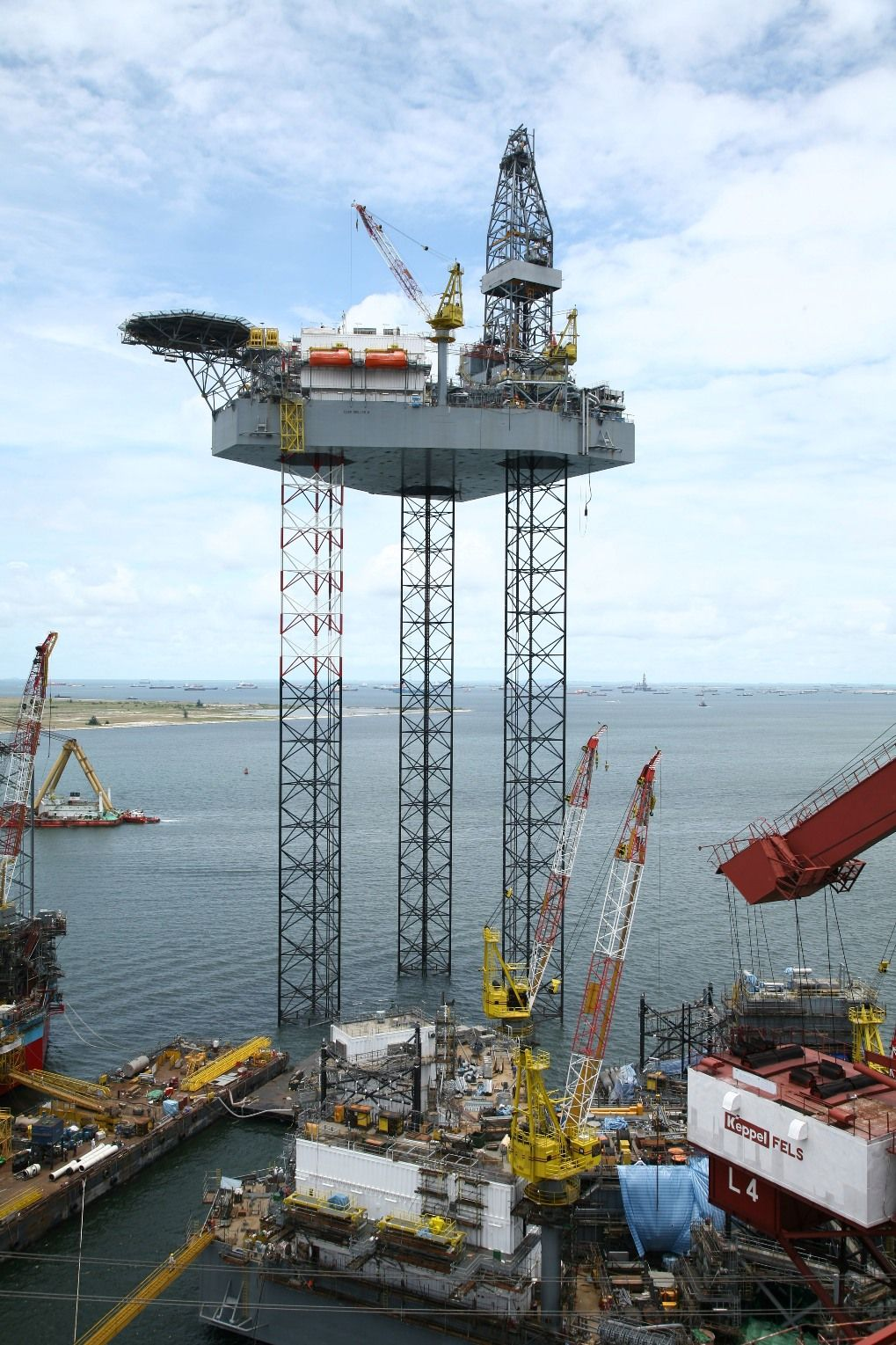 Testing A Jack Up Drilling Rig In The Yard Drilling Rig Oil Rig Jobs Oil Platform