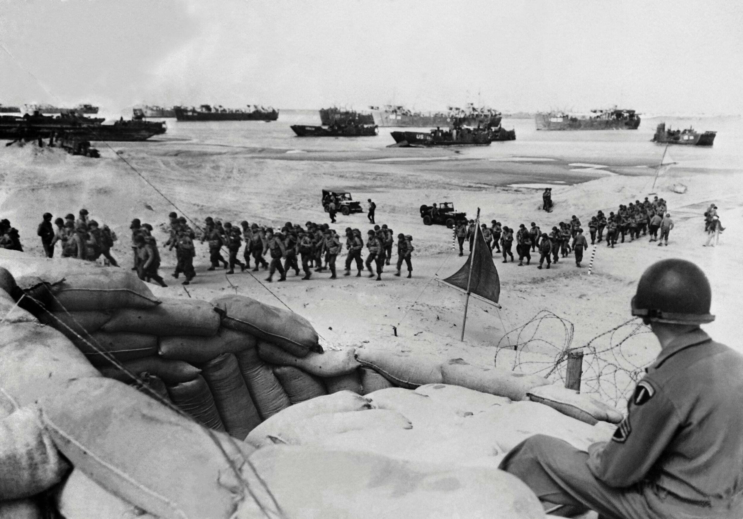 75 Poignant War Photos In Honor Of The 75th Anniversary Of D Day