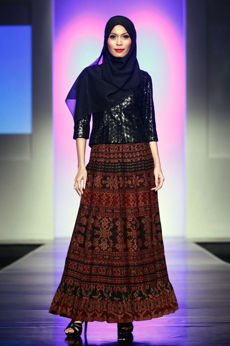 Tenun NTT by Stephanus Hamy, Jakarta Islamic Fashion Week ...