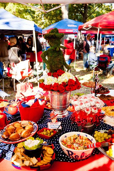 Tailgating: Colonel Reb Topiary