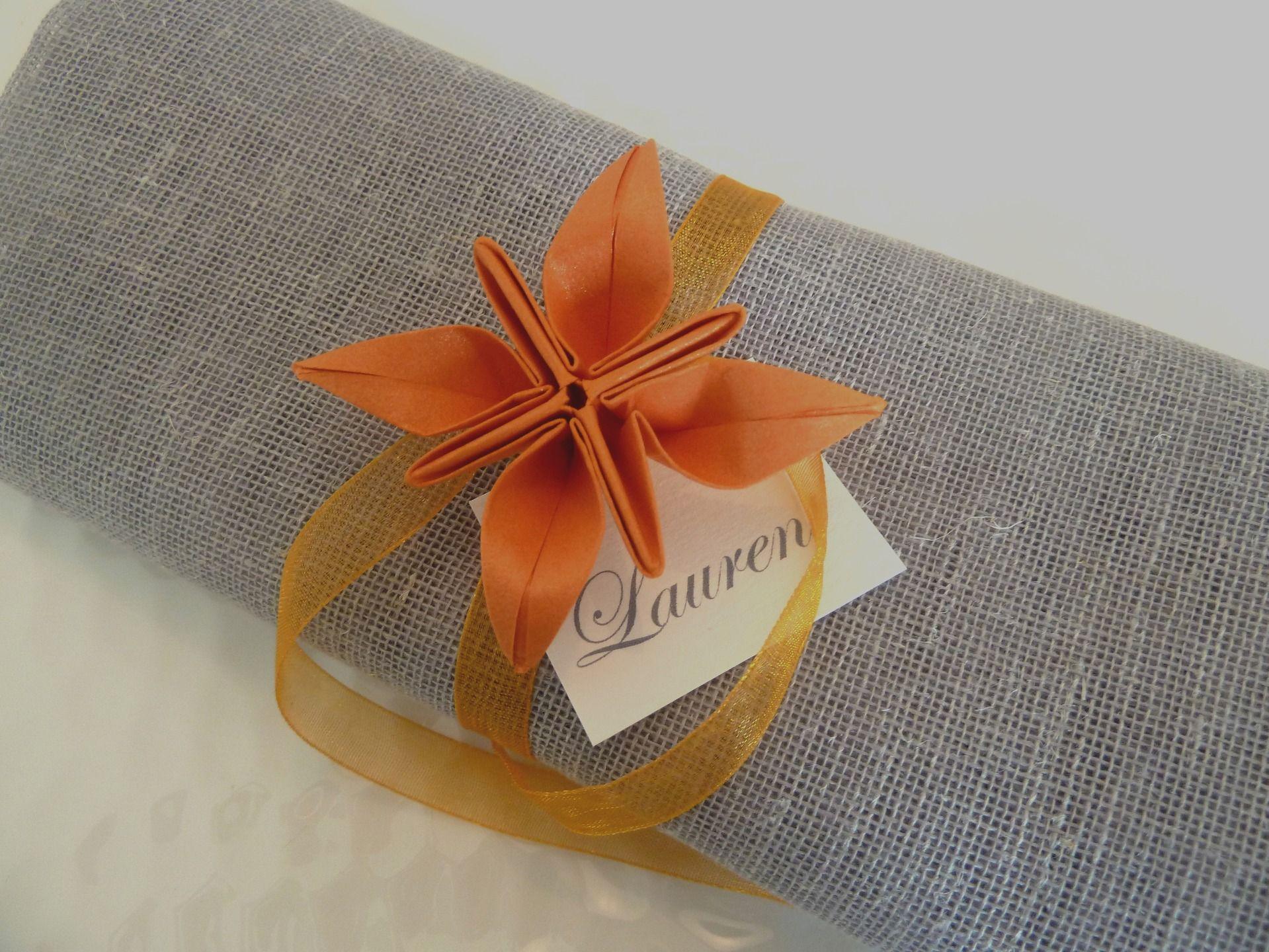 rond de serviette marques place pour mariage en origami fleur orange en papie d coration de. Black Bedroom Furniture Sets. Home Design Ideas