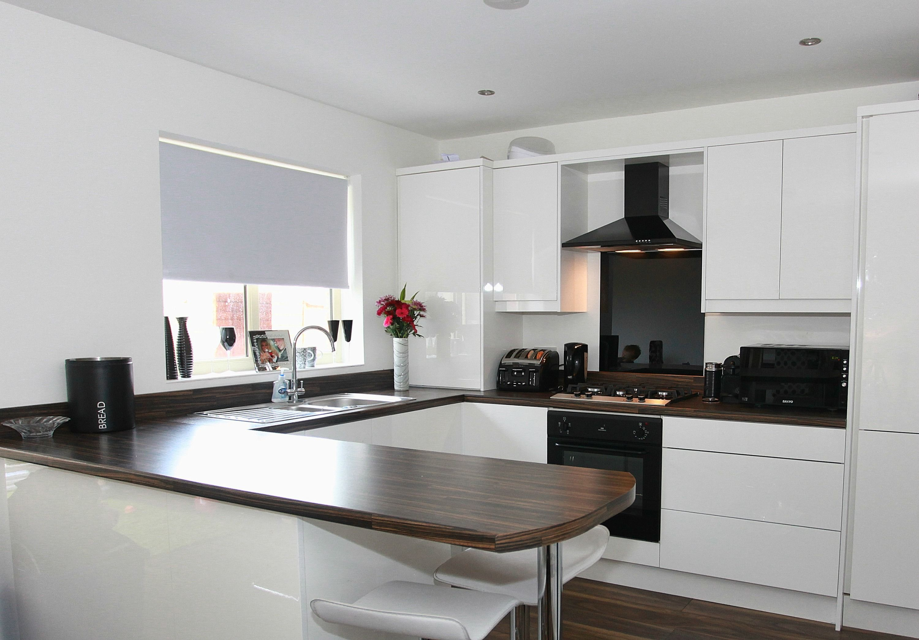 This Black Extractor Fan and Glass Splashback bring a great contrast ...