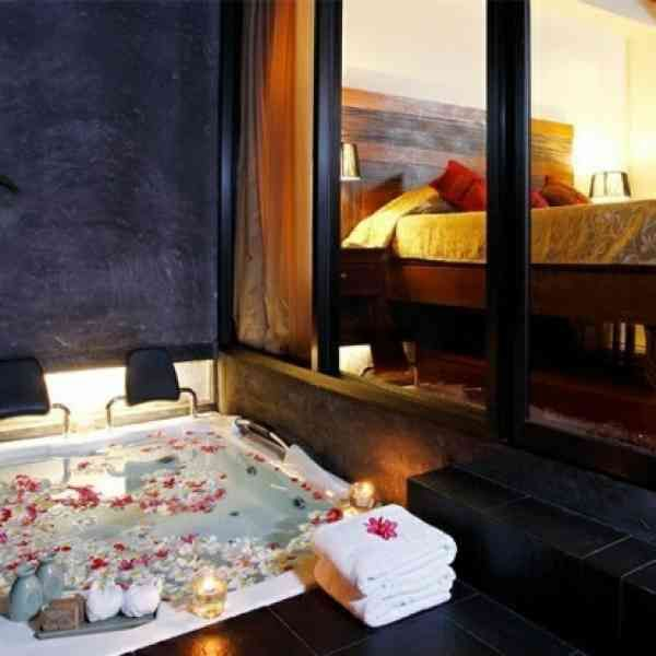 Belle chambre avec jacuzzi privatif - 40 idées romantiques ...