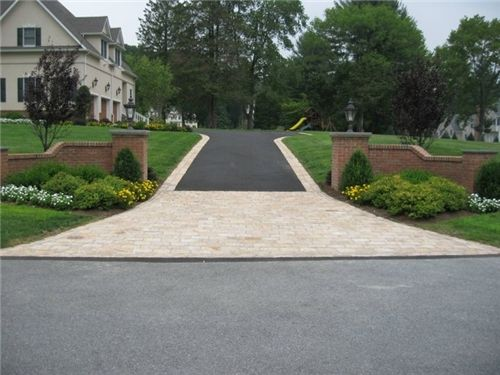 Driveway Type Cost Per Square Foot Gravel 50 2 Asphalt 1 5 Concrete 3 10 Pavers Or Bricks 10 50 Stone Driveway Landscaping Costs Driveway Design