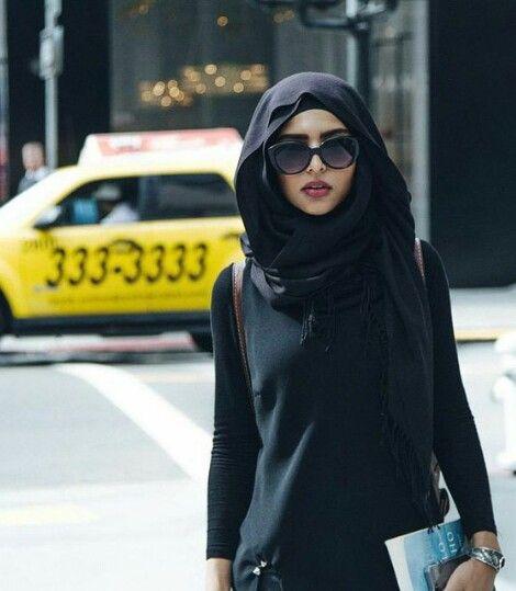 Združevanje črne barve z obleko je eden najboljših načinov-7087