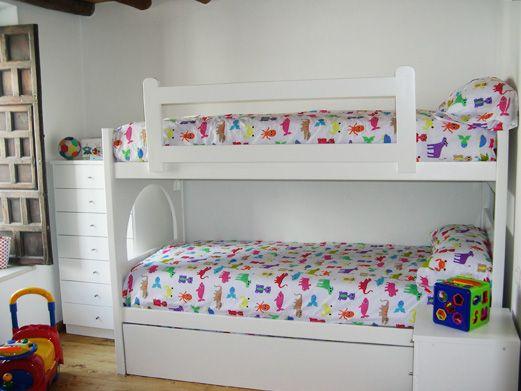 Tres camas ocupando el mínimo espacio; litera con cama nido ...
