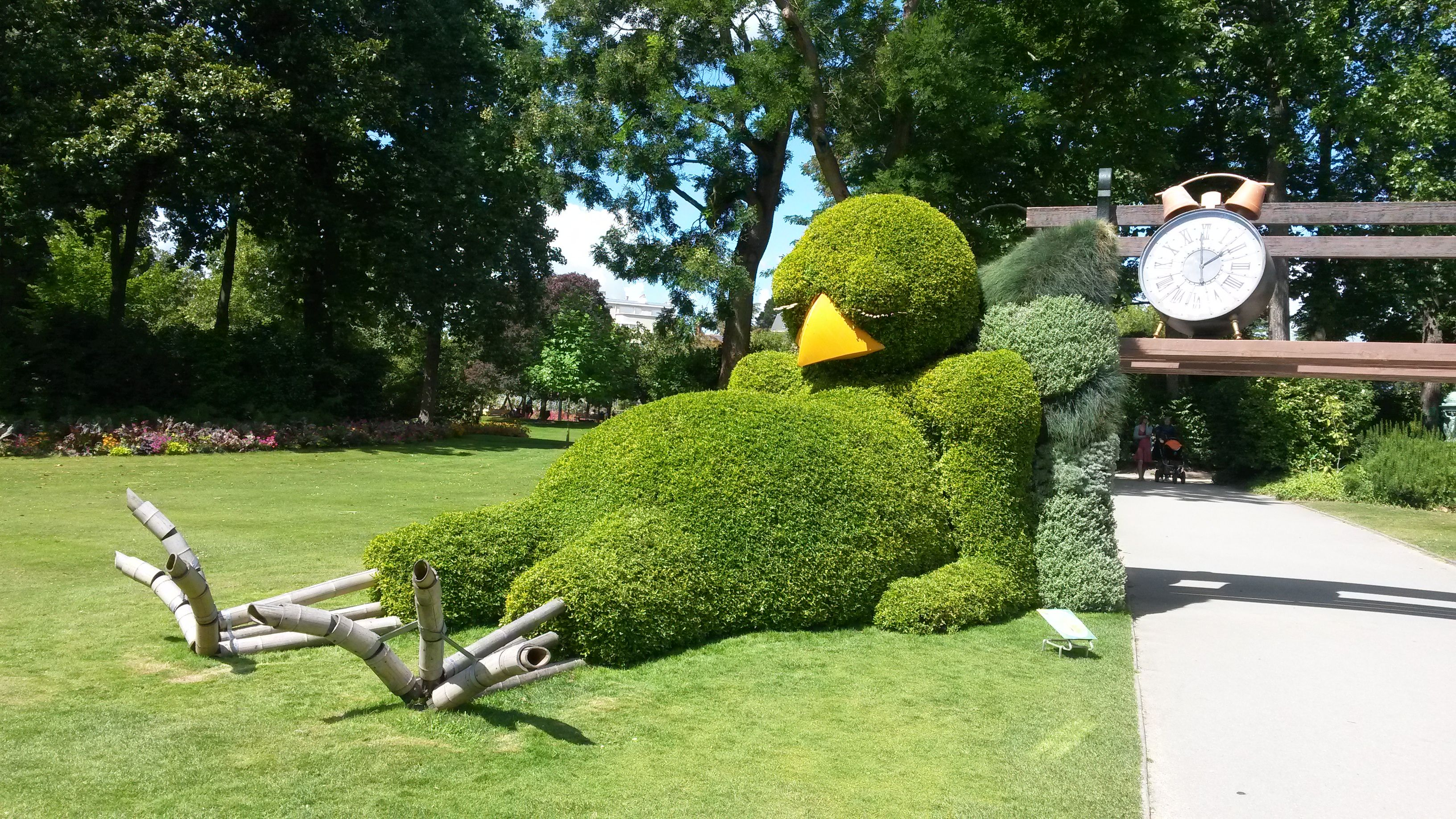 Le poussin endormi de Claude Ponti au Jardin des Plantes de Nantes ...