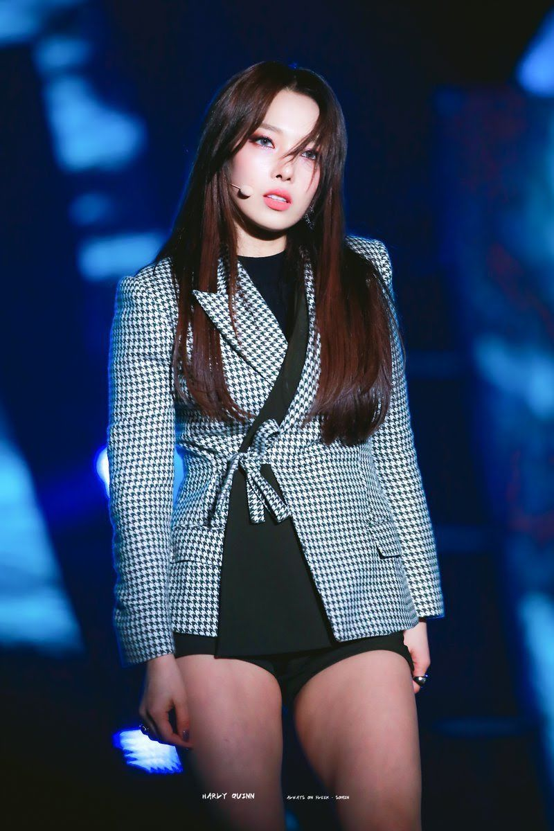 10 K Pop Idols Stage Outfits To Inspire Your Own Personal Wardrobe Stage Outfits Kpop Fashion Performance Outfit