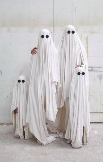 Family of Ghosts - fun and easy family Halloween costume & Great family portrait. Love the group costume idea. | Halloween ...
