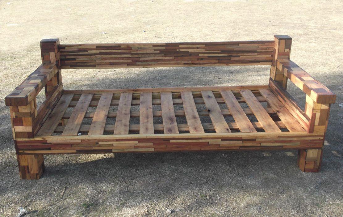 Sillon de madera reciclada con tecnica patchwork cosas for Reciclado de palets sillones