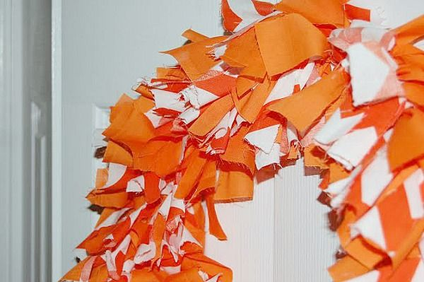 Photo of Adorable and Easy, No Sew Fabric Wreath